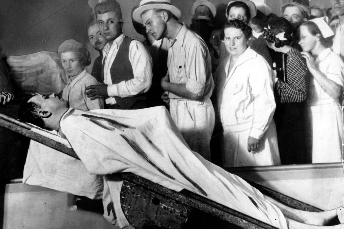 Name:  Dillingers_Body_Exhumation.0.jpg Views: 306 Size:  137.0 KB
