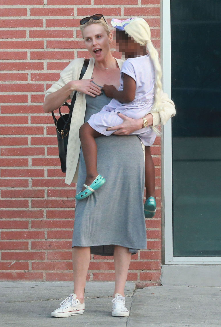 Name:  gallery-1472053619-charlize-and-jackson.jpg Views: 2596 Size:  160.8 KB